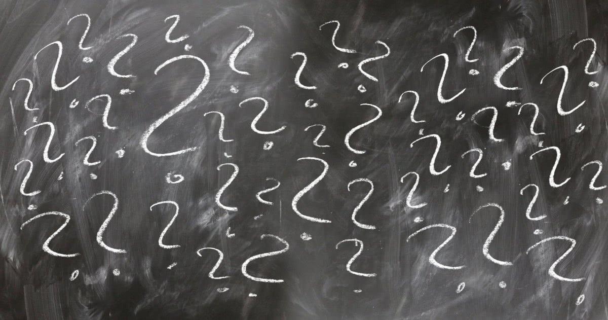Bild: Wandtafel mit Fragezeichen