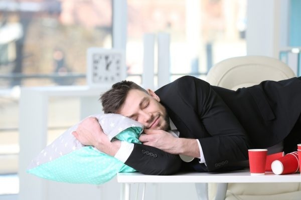 Produktiv im Büro, keine Müdigkeit am Arbeitsplatz