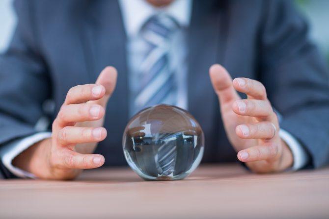 Büro der Zukunft mit Glaskugel