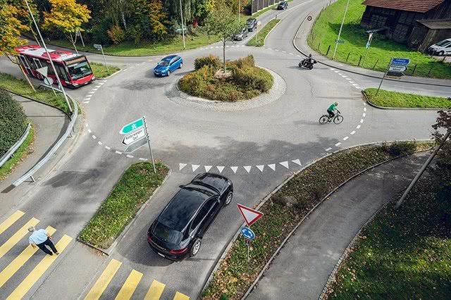 Sicher durch den Kreisverkehr
