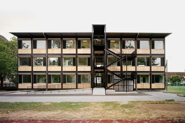 Ansicht Längsfassade mit Erschliessung Züri-modular