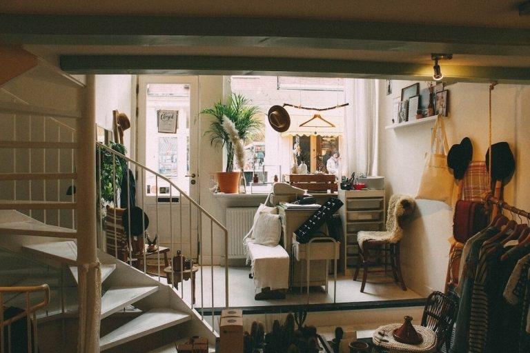 Kleine volle Wohnung