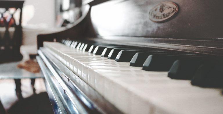 Ein Klavier in einer Wohnung kurz vor dem Klaviertransport