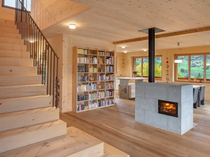 Das Mondhaus wird komplett aus Holze gefertigt
