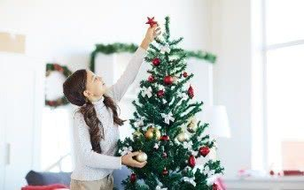 Weihnachtsbaum schmücken